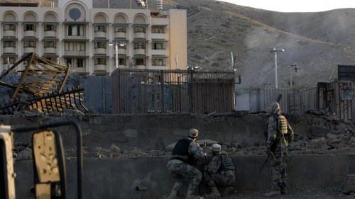Amerikaner soker skydd pa ambassad
