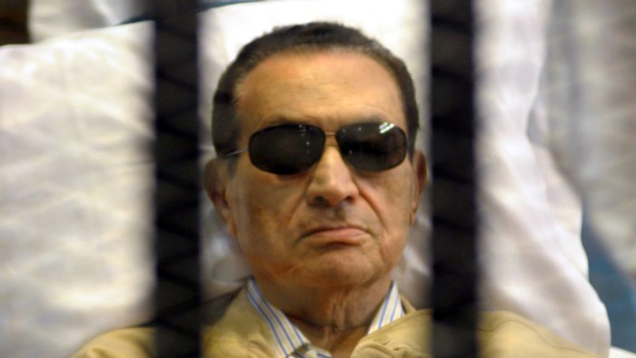 Mubarak flyttas till militarsjukhus