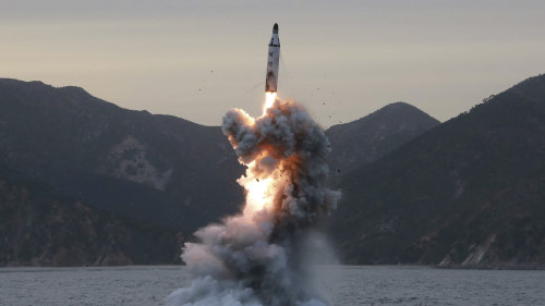 Nordkoreas missiltest okar landets isolering