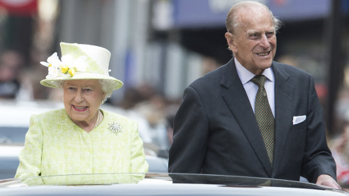 Drottningmodern utskriven fran sjukhuset