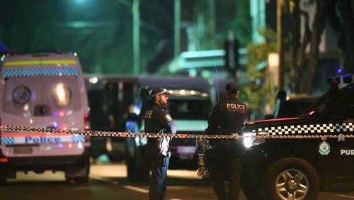 Polis tog sin polisbil till puben