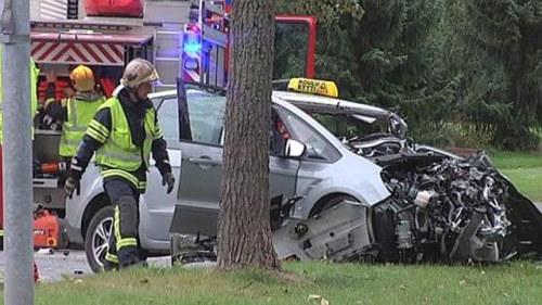 Sex skadade i bilolycka