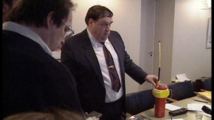 Asser Koivisto visar Estonias nödboj 1995 i TV-nytt