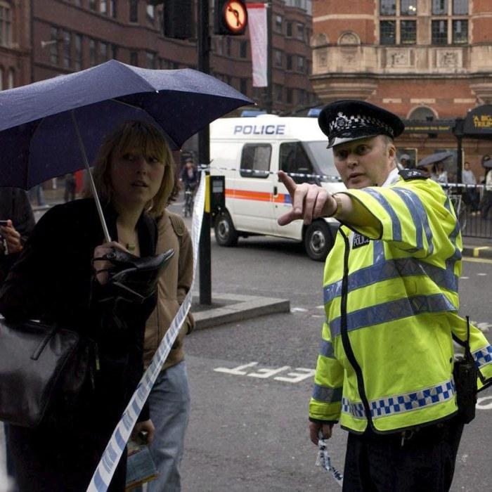 Tunnelbanestation i london evakuerades efter larm om skottlossning