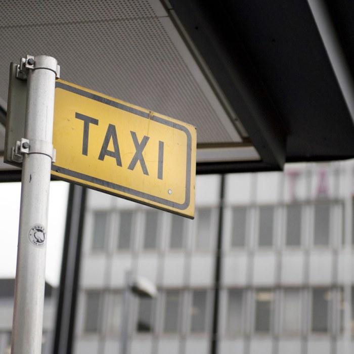 Broschyr visar vagen till taxi