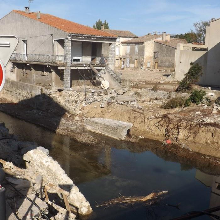 Oversvamningsdrabbade vill inte overge sina hem