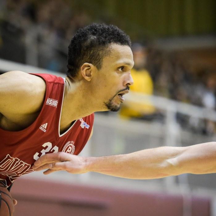 Australiska olympier i blåsväder  Förfalskade pass för att få bättre  platser på basketmatchen  7ce6400c76006