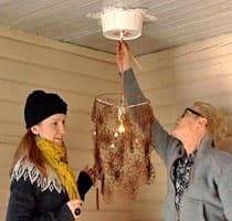 Lees lampa och Jims takrosett