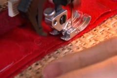 Rada upp en rad åt gången, nåla fast och sy på maskin