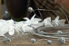Girlander av järntrådsbollar
