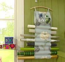 Förvaring av presentpappersrullar och tillbehör