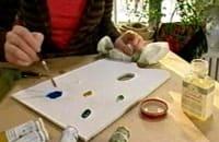 Sätt färgerna på en palett och blanda ut med lite linolja för att få dem tunnare