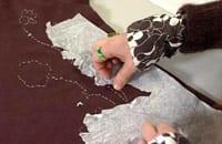 Ta försiktigt bort silkespappret