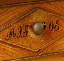 Detalj från ett flickbord i allmogestil