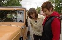 Wivan och Johanna beundrar Chevan