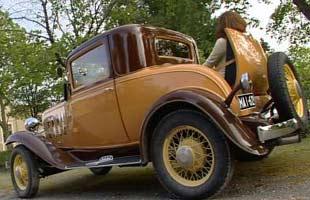 Chevrolet Sport Coupé 1932 med Wivan i svärmorsluckan