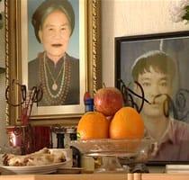Tuyets mor och lillabror
