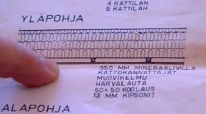 Fogarna i kaklet undersöks för sprickor