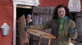 Anne och Jim röjer i uthuset