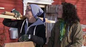 Jim och Anne tömmer uthuset