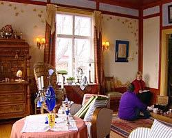 Elisabeth och Anette i salongen