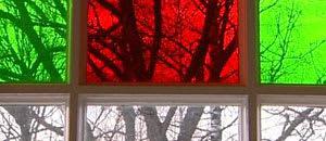 Handblåsta fönsterglas i flera färger