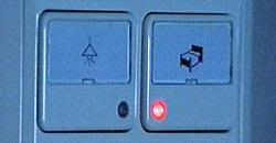 Lamporna slås av och alarmet på med Gonatt-knappen
