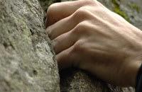 Det krävs styrka i händerna för att orka klättra