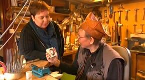 Elisabeth och Petteri pratar smycken