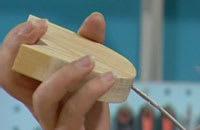 Järnstjälken limmas fast i tulpanens borrade hål