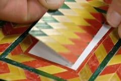 Mer komplicerade mönster kan komponeras och limmas på ett papper