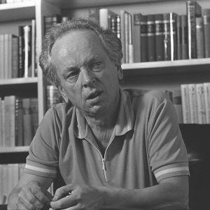 Kirjailija Veijo Meri kotonaan vuonna 1981