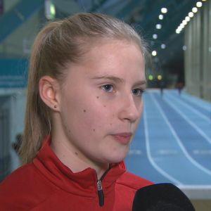 Nathalie Blomqvist vid en friidrottsträning i Korsholm.