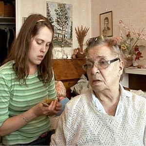 Marjalla on dementoiva sairaus eikä hän pärjää enää yksin kotona.