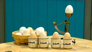Äggkoppar i lantlig stil