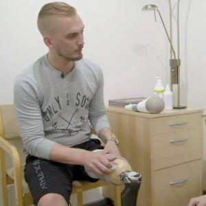 Tommin jalka jouduttiin amputoimaan syövän vuoksi.
