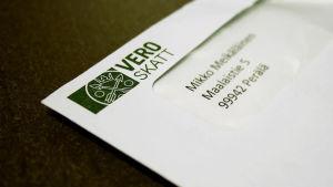 Ett kuvert med texten Vero Skatt och skattemyndighetens logotyp.