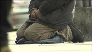 En tiggare på gatan i Helsingfors
