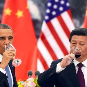 Etelä-Kiinan meri on tärkeä sotilaallisesti sekä merenkulun ja öljyesiintymiensä takia. Alueesta on tullut suurvaltojen kiistakapula.