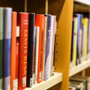 Böcker i hylla