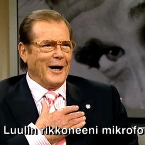 Roger Moore Aamu-tv:ssä (2009).
