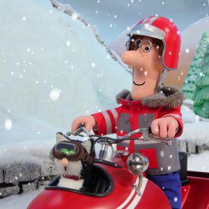 Postimies Pate ajaa moottorikelkalla