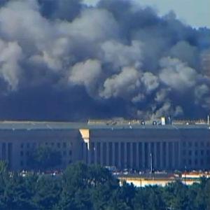 Savupilvet Washingtonissa Pentagon-iskun jälkeen (2001).