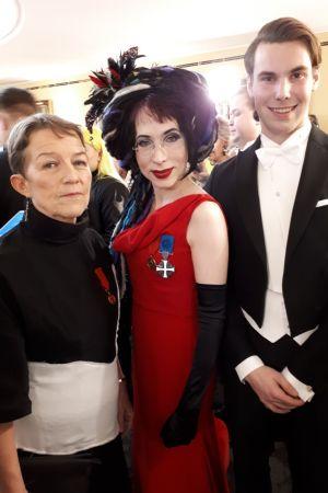 Janina Orlov, Sofi Oksanen och Kaj Smeds på slottsbalen.