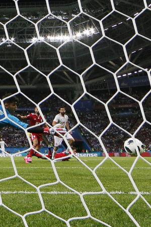 Diego Costa ger Spanien ledningen med 1–0.