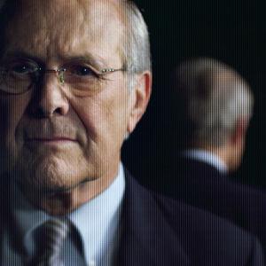 Oscar-palkittu dokumenttiohjaaja Errol Morris yrittää selvittää, mikä konkaripoliitikko Donald Rumsfeld on miehiään.