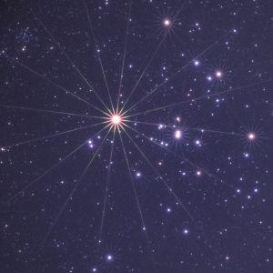 kuvassa tähtiä taivaalla