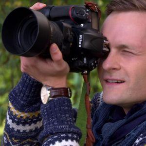 Christoffer fotograferar Anne.