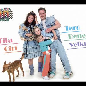 Tiia, Tero, Rene, Veikka ja Ciri -koira hassuttelevat julistekuvassa.