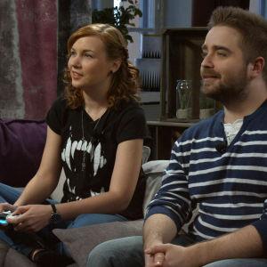 Susanne och Ted spelade Mortal kombat X.
